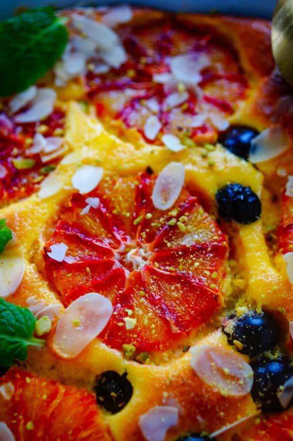 Gezonde kaastaart met bloedsinaasappel