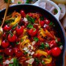 Gebakken pasta met tomaten & kikkererwten