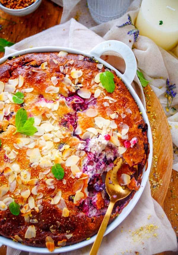 Gebakken ricotta met bessen. Een gezond makkelijk recept voor gebakken ricotta met bessen. Dit gerecht kan je serveren als voedzaam ontbijt, tussendoortje, post-workout snack ... voor op ieder moment van de dag. Deze gebakken ricotta vraagt weinig werk en is snel klaar.