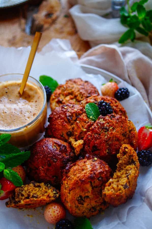 Kwarkbroodjes . Heerlijk en snelle kwarkbroodjes die je kan maken als gezond ontbijt of als tussendoortje. Deze glutenvrije broodjes kan je makkelijk op voorhand maken en handig om mee te nemen.